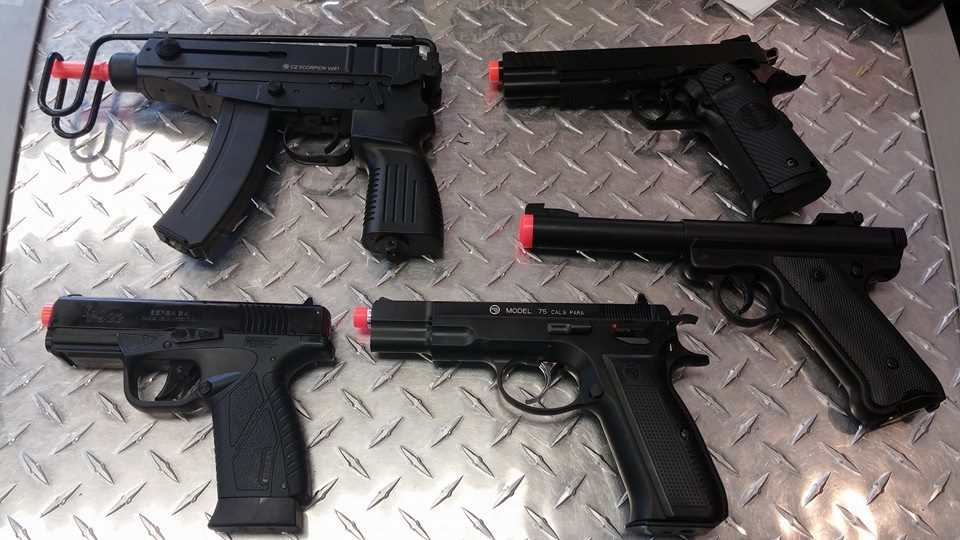 About: Airsoft Extreme is internationally known as one of the oldest, largest, and longest-running airsoft companies in the United States. We offer a full range of quality airsoft /5(17).